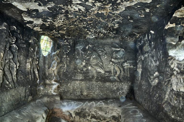 Foto 5 Pohled na reliéfy po stěnách Klácelky.Foto Boris Stojanov
