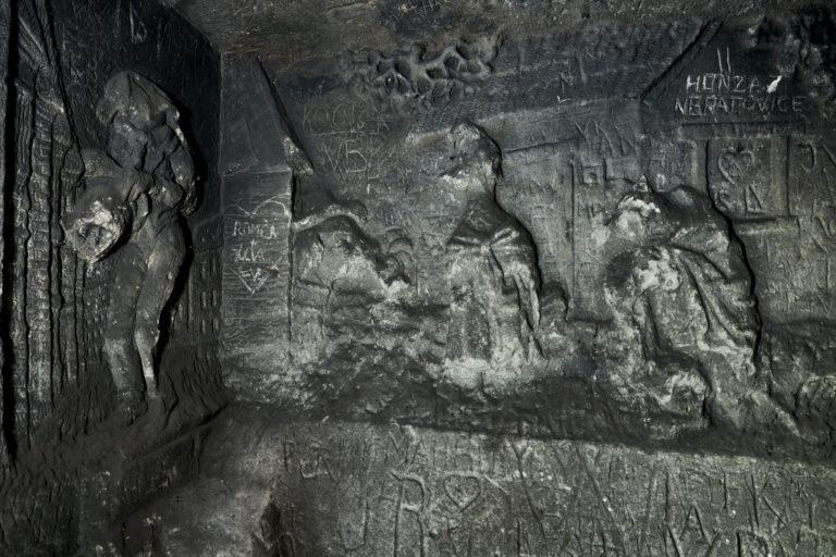 Foto 6 Reliéfy poničené vandaly.Foto Boris Stojanov